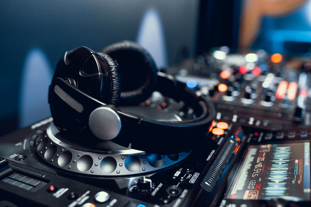 Buying Guide for the Best DJ Headphone